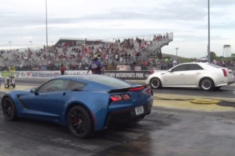 Video: Girl on Girl C7 Z06 vs CTS-V